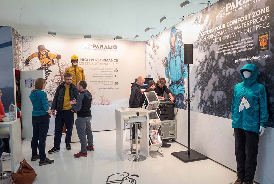 Rechte Seite Messestand Paramo auf der ISPO 2018.